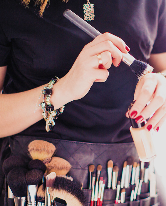 makeupstylist testar sina penslar